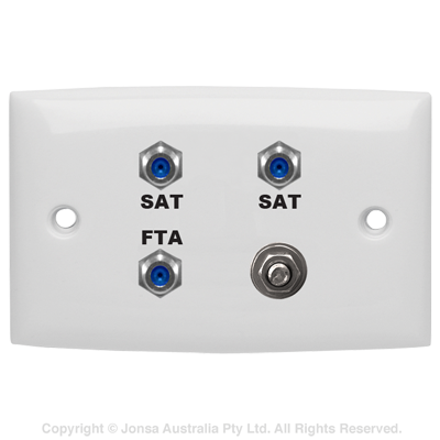 OUTLET TRIPLE WALLPLATE 3 X F FEMALE TO F FEMALE 3 GHz WITH EARTHING TERMINAL MARKED: FTA SAT SAT